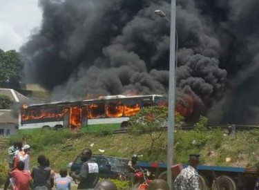 Abidjan : un autobus de la SOTRA ravagé par les flammes ce mercredi