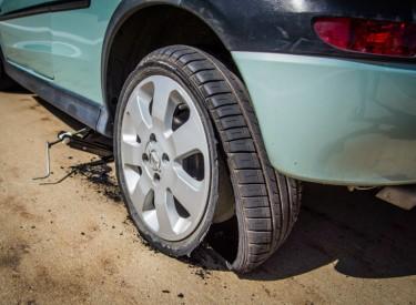 Entretenir sa voiture : Roue de secours, roue jockey ou kit de réparation ?