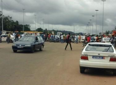 Les chauffeurs de taxis contre les forces spéciales à Yamoussoukro