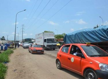 Yopougon : Les embouteillages et arrêt de travaux de bitumage compliquent les accès à la zone industrielle