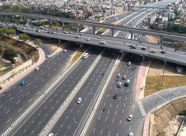 L'Inde inaugure une autoroute à 14 voies en seulement 18 mois