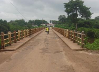 Un pont en état de dégradation très avancée à Bouna