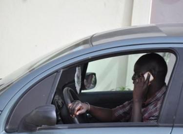 Interdiction du téléphone portable au volant : Les usagers se prononcent